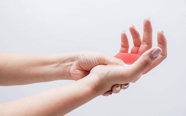 Hội chứng tê nhức chân tay có thể là triệu chứng của nhiều bệnh lý