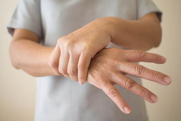 Massage giúp tay hết tê nhanh chóng