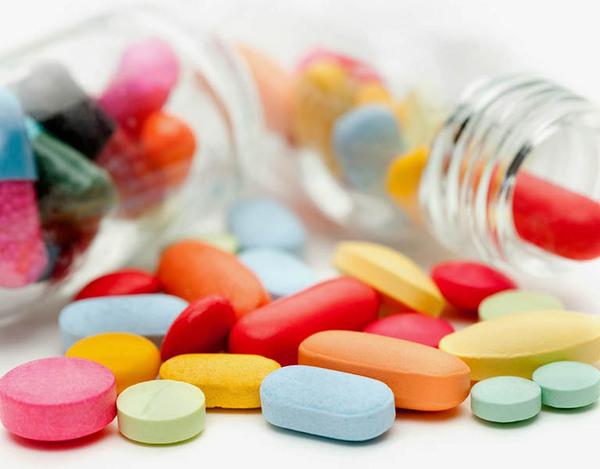 Với trường hợp bệnh đau vai gáy ở mức độ vừa nên dùng thuốc theo chỉ định của bác sĩ