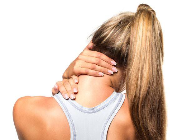 Căng cơ vùng cổ thường xảy ra khi các sợi cơ bị kéo giãn