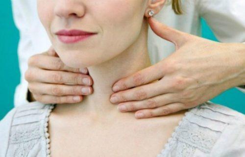 Thăm khám bác sĩ kịp thời sẽ có thể cải thiện đáng kể tình trạng đau cổ