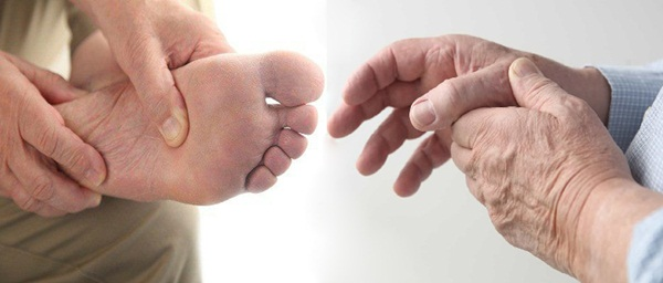 Làm việc sai tư thế có thể là nguyên nhân gây tê bì tay chân