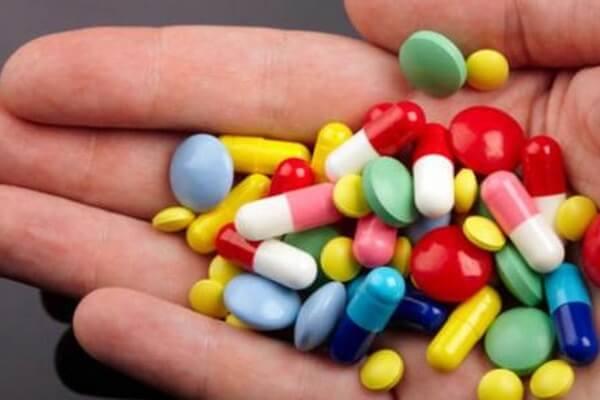 Thuốc giảm đau có thể giúp người bệnh thoát khỏi những cơn đau xương tạm thời