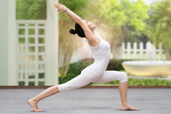 Những động tác kéo cơ và kéo dài lưng có thể giúp giảm cơn đau
