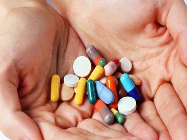 Dùng thuốc giảm đau lưng
