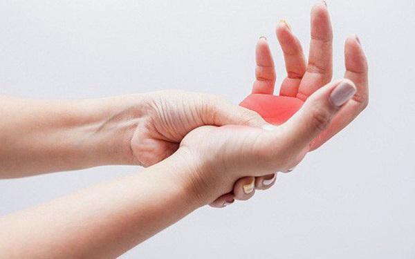Mức độ đau của hội chứng rễ thần kinh có thể lan xuống bàn tay